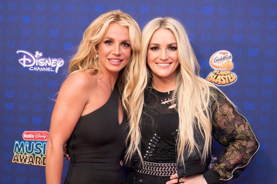 Britney Spears und Jamie Lynn Spears bei einen ihrer wenigen gemeinsamen öffentlichen Auftritte bei den Radio Disney Music Awards 2017 in Los Angeles.
