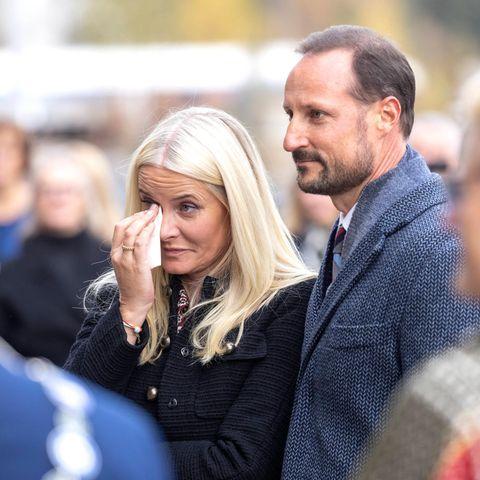 Prinzessin Mette Marit kommen bei ihrem gemeinsamen Besuch mit Prinz Haakon bei