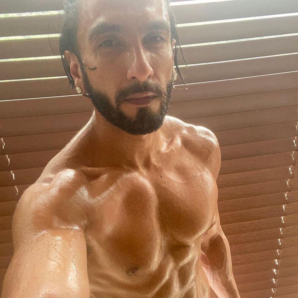 Ranveer Singh zeigt seine Muskeln
