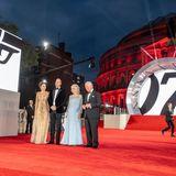 """28. September 2021  Bei der Premiere des neuen Bond-Films """"Keine Zeit zu Sterben"""" sorgen Herzogin Kate, Prinz William, Herzogin Camilla und Prinz Charles für ganz viel royalen Glamour auf dem Red Carpet vor der Londoner Royal Albert Hall."""