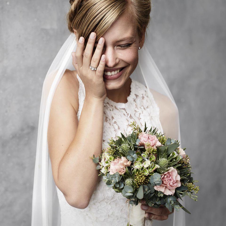 Panne bei Traumhochzeit: Braut muss peinlich berührt lachen