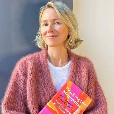 Stars mit Buch: Naomi Watts