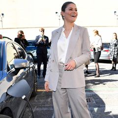 RTK: Prinzessin Victoria betankt ein Elektroauto in Italien