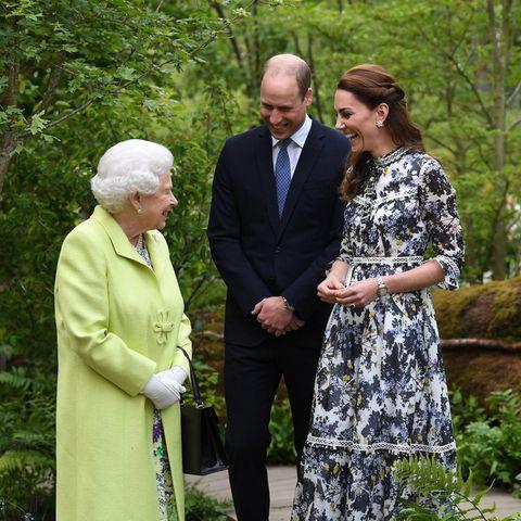 Queen Elizabeth mit Prinz William und Herzogin Catherine