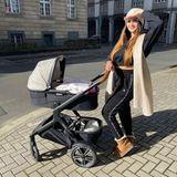 Kinderwagen der Stars: Yeliz Koc beim Shopping-Ausflug mit Baby Snow