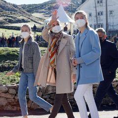 RTK: Königin Letizia mit Prinzessin Leonor und Sofia beim Besuch des Bergdorfs