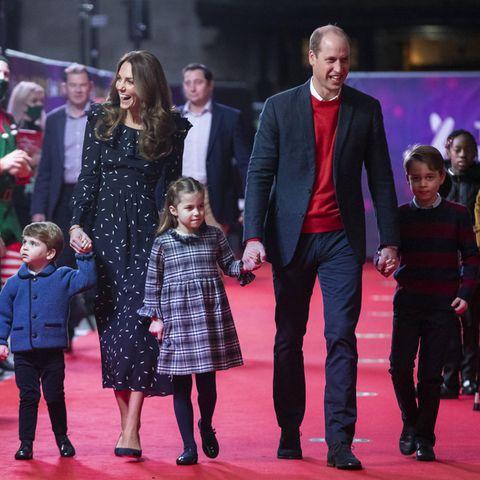 V.l.n.r.: Prinz Louis, Herzogin Catherine, Prinzessin Charlotte, Prinz William und Prinz George