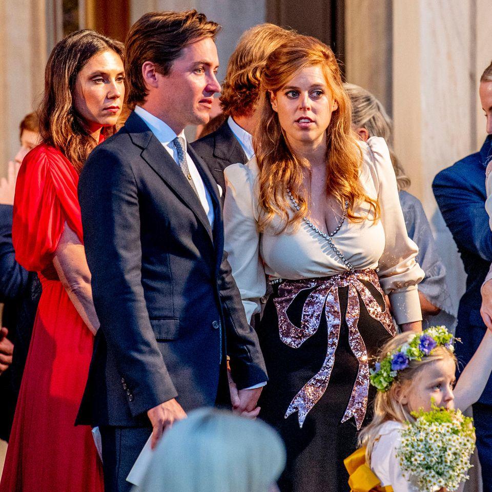 Prinzessin Beatrice und Edoardo Mapelli Mozzi bei der kirchlichen Hochzeit von Prinz Philippos von Griechenland und Nina Flohr in der Kathedrale Mariä Verkündigung in Athen, Griechenland, am 23. Oktober 2021.