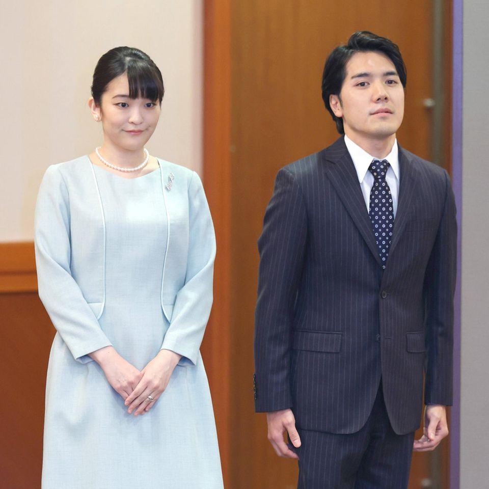Prinzessin Mako und Kei Komuro bei der Pressekonferenz nach ihrer Hochzeit in einem Hotel in Tokio, Japan, 26. Oktober 2021.