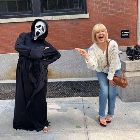 Stars am Set: Drew Barrymore macht sich bereit für Halloween