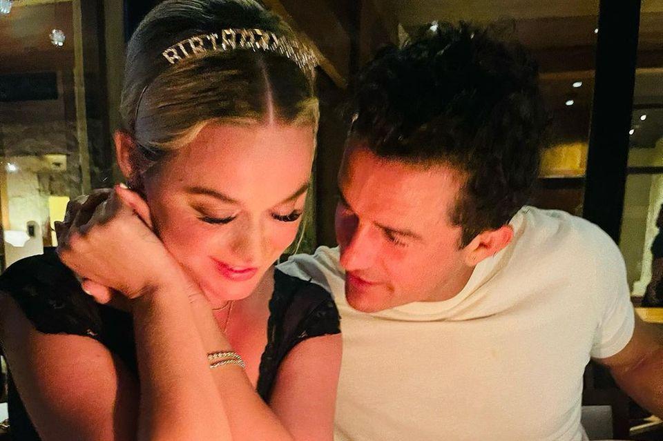 Stars mit Torte: Katy Perry und Orlando Bloom