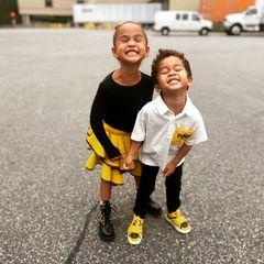 Sprösslinge: Chrissy Teigen postet süßes Foto von Luna und Miles