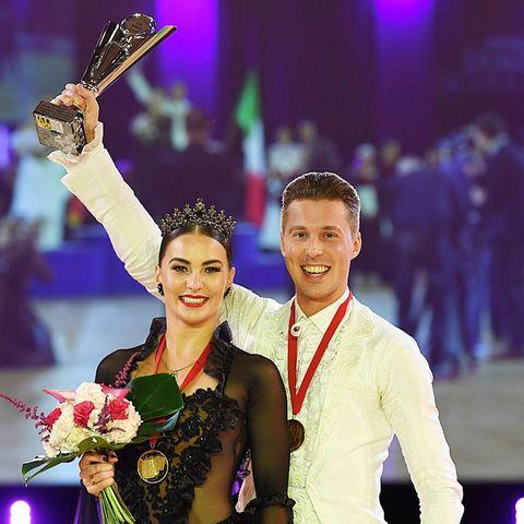Renata und Valentin Lusin holten am Samstag, 23. Oktober 2021, bei derTanz-Weltmeisterschaft Latein und Showdance Standardin Leipzig Gold.