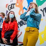 RTK: Königin Mathilde verliert das Spiel am Tischkicker