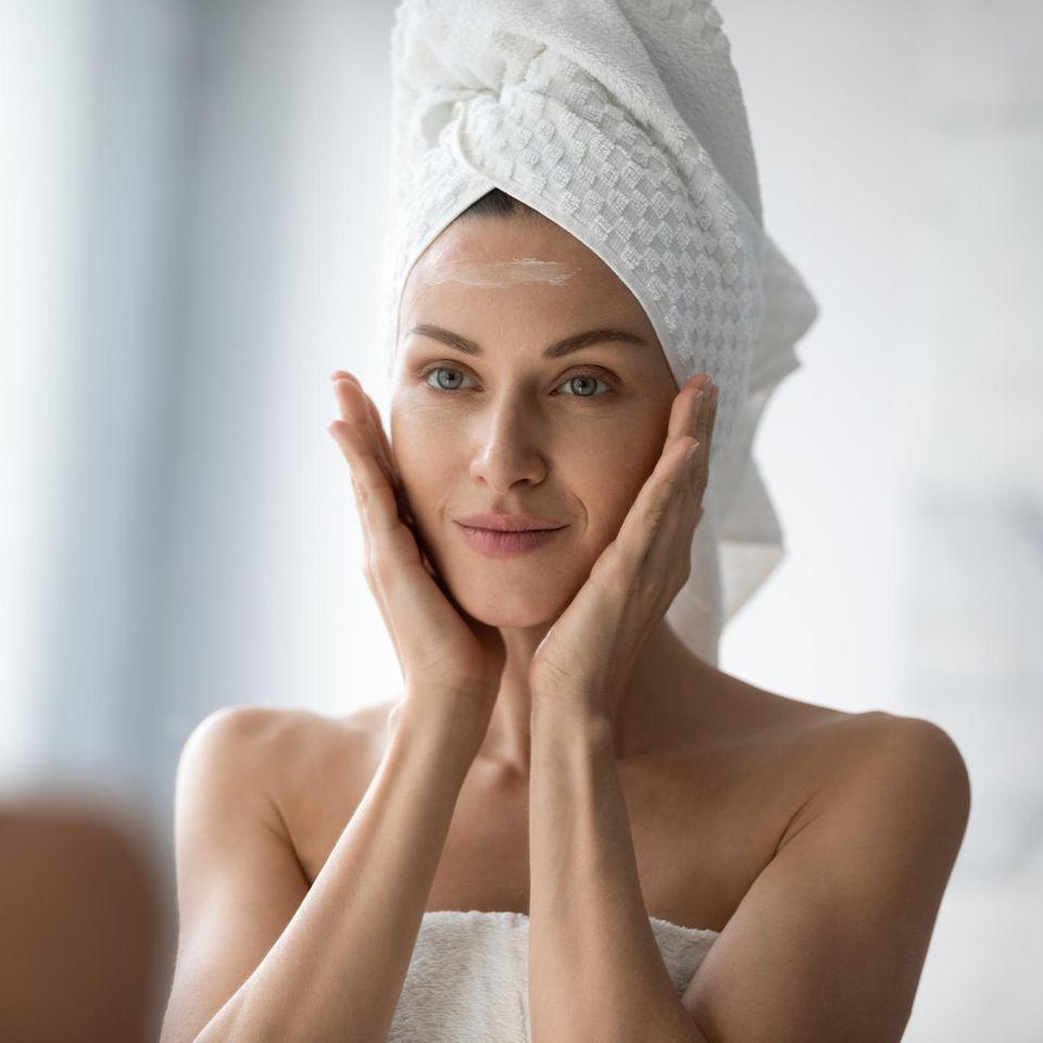 Urea kann trockene Haut wieder geschmeidig machen.