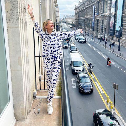 Endlichangekommen in Paris! Monica Meier-Ivancan ist mit ihrer Familie in der französischen Hauptstadt und direkt schockverliebt. Auf Instagram verrät Monica, dass sie früher öfters in Paris war, aber jetzt mit der Familie alles anders wahrnimmt.Die Aussicht vom Balkon ihres Hotels ist jedenfalls super!