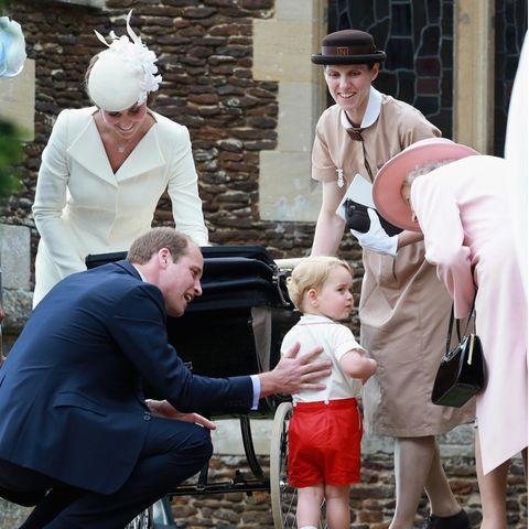 Herzogin Catherine, Prinz William, Prinz George, Maria Teresa Turrion Borrallo und Queen Elizabeth bei der Taufe von Prinzessin Charlotte im Juli 2015 in Sandringham